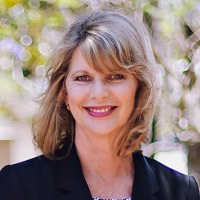 Assistant Professor Jan Hollindale